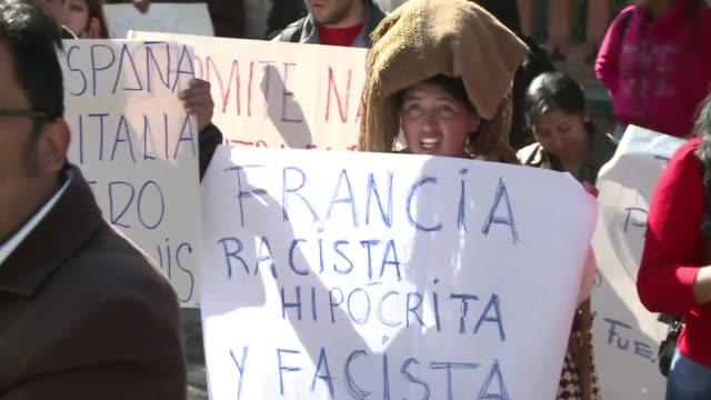 cientos de bolivianos atacaron el miercoles la embajada de francia en la paz luego de que el pais europeo le cerrara temporalmente su espacio aereo a... - evo morales stock videos & royalty-free footage