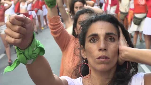 cientos de miles de mujeres tomaron el viernes las calles de ciudades como madrid buenos aires y rio de janeiro para reclamar igualdad y seguridad en... - igualdad stock videos and b-roll footage