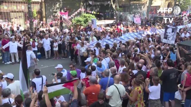 cientos de miles de personas marcharon el viernes en argentina a 41 anos del golpe de estado que instalo una cruel dictadura de 1976 a 1983 - multitud stock videos & royalty-free footage