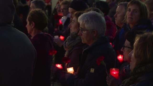 cientos de personas se reunieron el miercoles en un cementerio de guernica al norte de espana para conmemorar el 80 aniversario del bombardeo de los... - guerra civil stock videos and b-roll footage