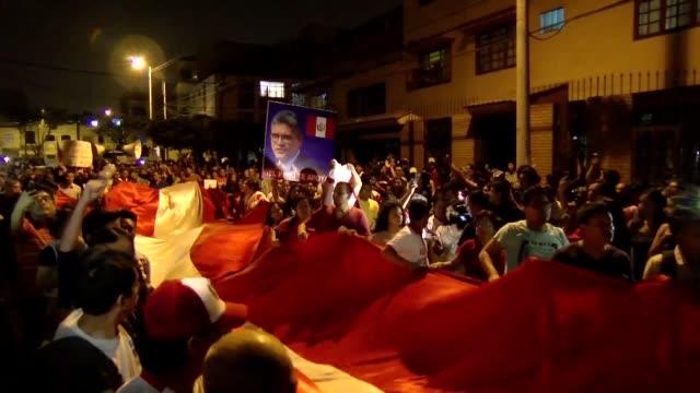 cientos de peruanos marcharon el martes tras la destitucion de dos fiscales encargados de investigar la corrupcion vinculada a la constructora... - martín vizcarra stock videos & royalty-free footage