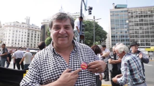 cientos de taxistas argentinos protestaron por segundo día consecutivo el viernes en buenos aires contra la plataforma uber a la que acusan de... - día stock videos & royalty-free footage