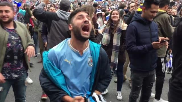 cientos de uruguayos celebraron el sabado en las calles de sochi y montevideo el pase de su seleccion a cuartos de final tras derrotar 2-1 al... - quarterfinal round stock videos & royalty-free footage