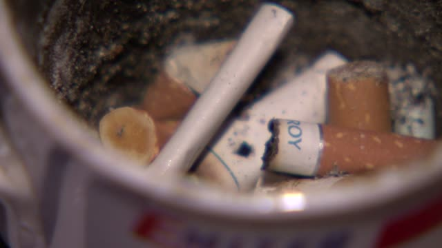 cigarette buds - nikotin stock-videos und b-roll-filmmaterial