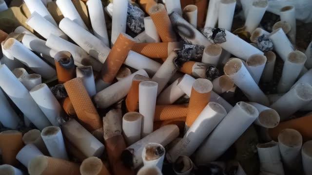 zigarettenstummel - zigarettenstummel stock-videos und b-roll-filmmaterial