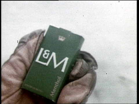 lm cigarette commercial - fernsehwerbung stock-videos und b-roll-filmmaterial