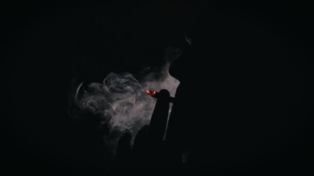 vídeos y material grabado en eventos de stock de cigarette silhouette - one mature man only