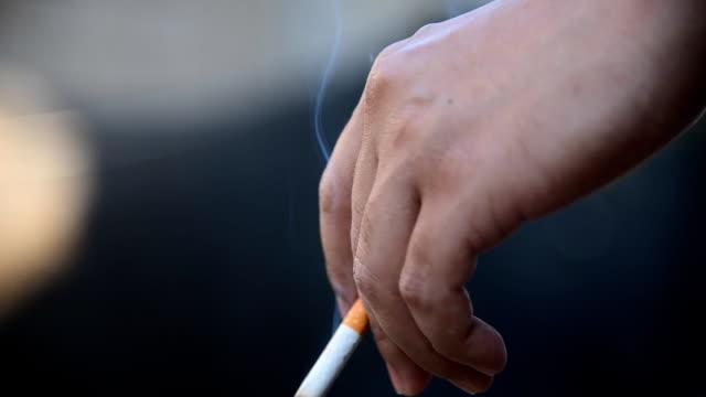 zigarette - zigarettenstummel stock-videos und b-roll-filmmaterial