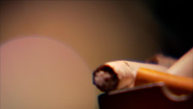 cigarettes burn in an ashtray. - aschenbecher stock-videos und b-roll-filmmaterial