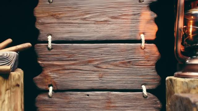 vidéos et rushes de cigares avec panneau en bois - kérosène