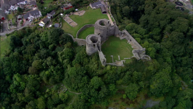 cilgerran castle  - aerial view - wales, county of pembrokeshire, united kingdom - pembrokeshire stock videos and b-roll footage