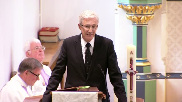 cilla black funeral paul o'grady speaking sot we just laughed constantly / grateful she allowed me into her whirlwind of a life williams laughing... - paul o'grady stock-videos und b-roll-filmmaterial