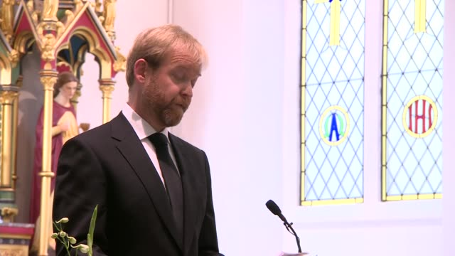 stockvideo's en b-roll-footage met alternate angle cilla black funeral service clegyman leading service sot ben willis speaking to congregation sot paul o'grady speaking to... - paul o'grady