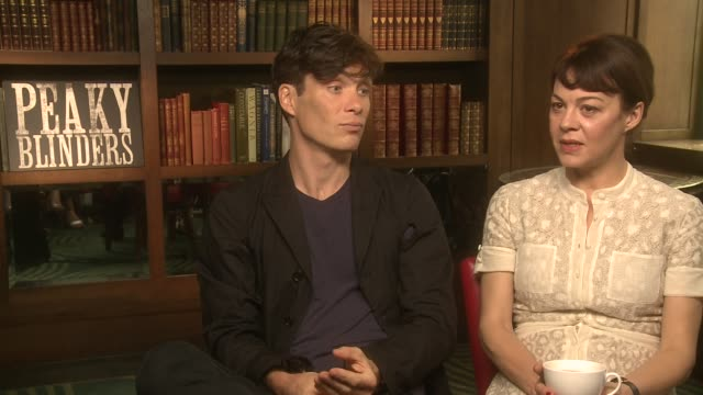 cillian murphy, helen mccrory on the second series moving to london at 'peaky blinders' season 2 interview at the ivy on september 19, 2014 in... - ヘレン マックローリー点の映像素材/bロール