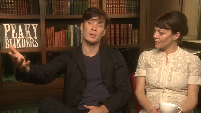 cillian murphy, helen mccrory on the story, getting used to the accents at 'peaky blinders' season 2 interview at the ivy on september 19, 2014 in... - ヘレン マックローリー点の映像素材/bロール