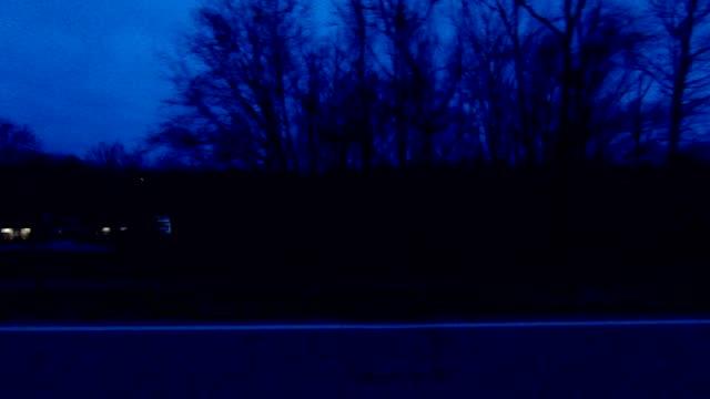 シンシナティ ii 同期プロセス プレート夜運転シリーズ左ビュー - part of a series点の映像素材/bロール