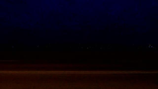 シンシナティ viii 同期プロセス プレート夜運転シリーズ左ビュー - part of a series点の映像素材/bロール