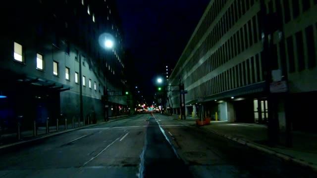 vídeos y material grabado en eventos de stock de vista de frontal serie cincinnati x sincronizar conducir proceso placa noche - asfalto