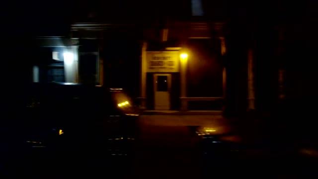 同期シンシナティ xii シリーズ右表示運転プロセス プレート夜 - part of a series点の映像素材/bロール