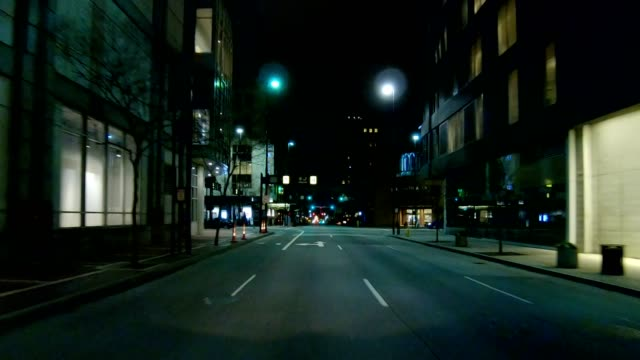 cincinnati xx synched series front view driving process plate night - car point of view stock videos & royalty-free footage