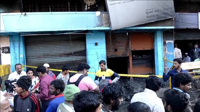 cinco trabajadores murieron la madrugada del lunes en la ciudad india de bangalore cuando un corto circuito causo el incendio del restaurante donde... - restaurante stock videos & royalty-free footage
