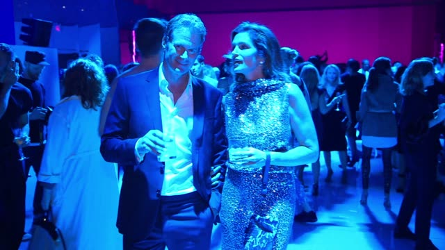 cindy crawford and rande gerber at tom ford new york fashion week spring 2018 at park avenue armory on september 06 2017 in new york city - waffenlager stock-videos und b-roll-filmmaterial