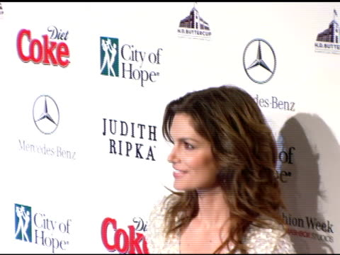 vidéos et rushes de cindy crawford at the rock the runway presented by mercedes benz fashion week and city of hope at hd buttercup in los angeles california on march 15... - renoncule d'asie