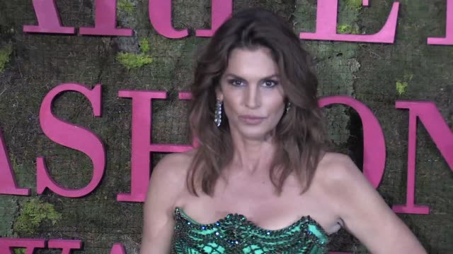 cindy crawford, francesco carrozzini and anna wintour on the red carpet for the green carpet fashion awards at teatro alla scala in milan milan,... - cindy crawford stock videos & royalty-free footage
