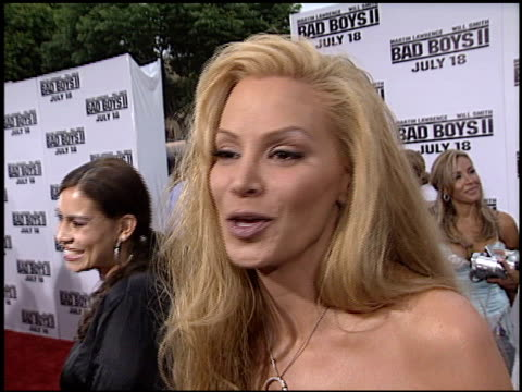 vídeos de stock, filmes e b-roll de cindy margolis at the 'bad boys ii' premiere on july 9 2003 - bad boys ii