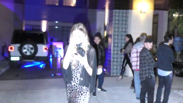 vídeos y material grabado en eventos de stock de cindy marina leaves her friend behind after he passes out drunk outside the billie eilish halloween party at kimpton la peer hotel in west hollywood... - billie eilish