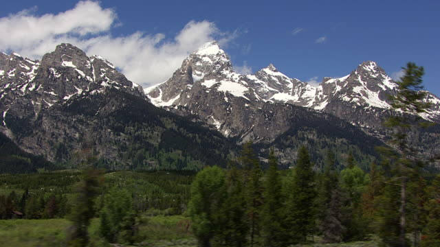cineflex tetons 02 - grand teton stock-videos und b-roll-filmmaterial