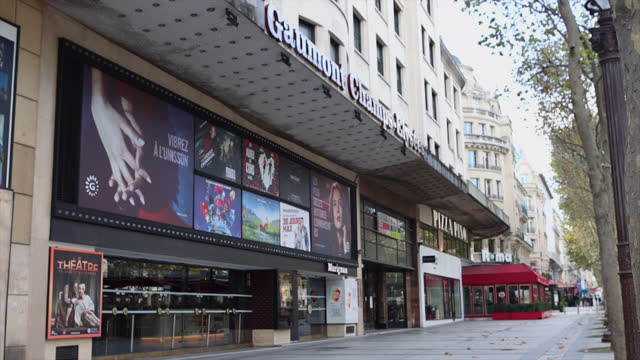 vidéos et rushes de cinema closed rue balsac, on the second day of isolation on october 31 in paris, france. france imposed another national lockdown for at least four... - cinema