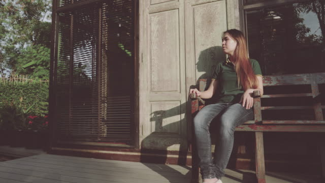 4K Cinemagraph : Motion Photo Seamless Loop - Hipster Girl Sitting On The Wooden Chair