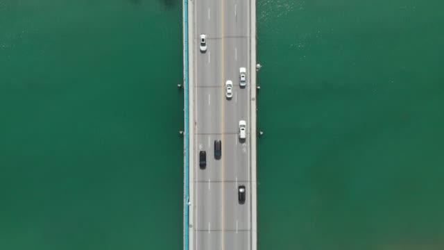 真上から河川に架かる橋 cinemagraph - シネマグラフ点の映像素材/bロール