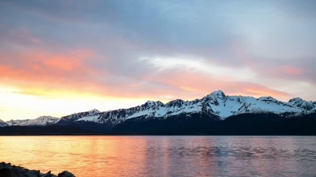 vidéos et rushes de cinemagraph de la chaîne de montagnes au lever du soleil - cinémagraphie