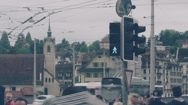 vídeos de stock e filmes b-roll de cinemagraph of pedestrians crossing street at lucerne switzerland - semáforo de trânsito