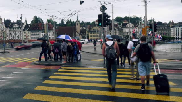 Cinemagramm der Fußgänger Überquerung Straße bei Luzern Schweiz