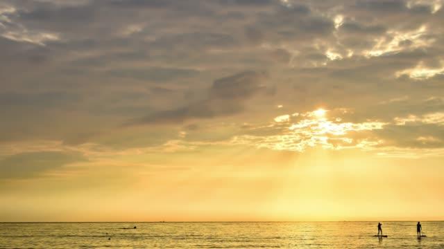 vidéos et rushes de cinemagraph du lever du soleil au-dessus de la mer - cinémagraphie