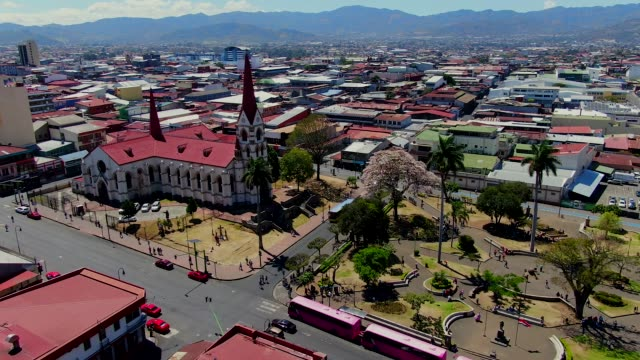 cinematic aerial view of the empty streets in the museum, parks and churches due to the quarentane of covid-19 in costa rica - costa rica stock-videos und b-roll-filmmaterial