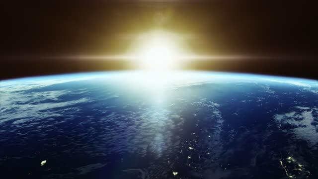 stockvideo's en b-roll-footage met filmische colorfull zonsopgang op de aarde vanuit de ruimte - met stad lichten 4k - grond