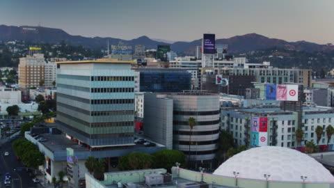 cinerama dome, hollywood - drone shot - cinerama dome hollywood stock-videos und b-roll-filmmaterial