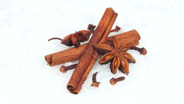 cinnamon sticks and star anise turning - textfreiraum stock videos & royalty-free footage