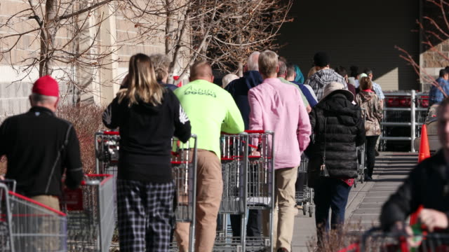 stockvideo's en b-roll-footage met circa - - orem, utah - people lined up with shopping carts walking into grocery store during the coronavirus outbreak. - orem utah