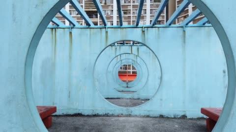 kreis runde platz an lok wah south estate in hong kong - architektur stock-videos und b-roll-filmmaterial