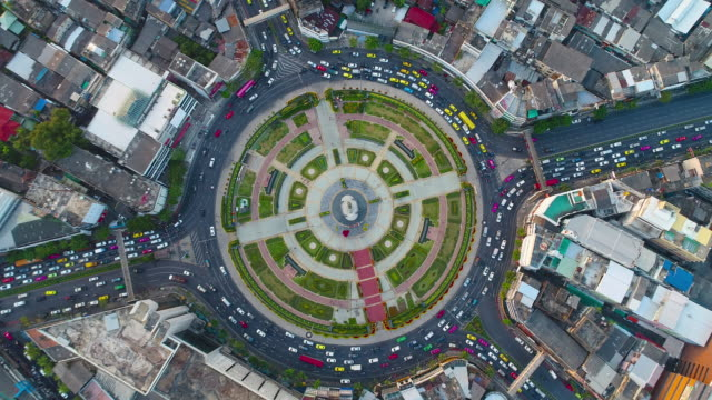 Circle traffic in the city