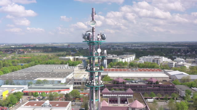 vidéos et rushes de circling a cellular telephone transmission tower antennas and other hardware installed on a pylon - antennes