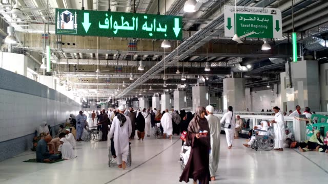 circumambulation (tawaf) start point sign indication around the al haram mosque (kabah) especially for disabled persons on wheelchair - pilgrimage stock videos & royalty-free footage