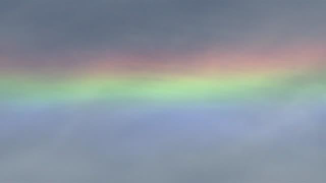 vidéos et rushes de circumhorizontal arc in the sky. - arc en ciel