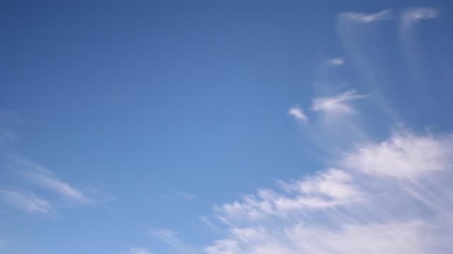 vídeos y material grabado en eventos de stock de cirro nubes viaje - cirro