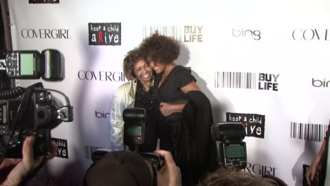cissy houston and whitney houston at the keep a child alive's 7th annual black ball - red carpet at new york ny. - whitney houston stock-videos und b-roll-filmmaterial